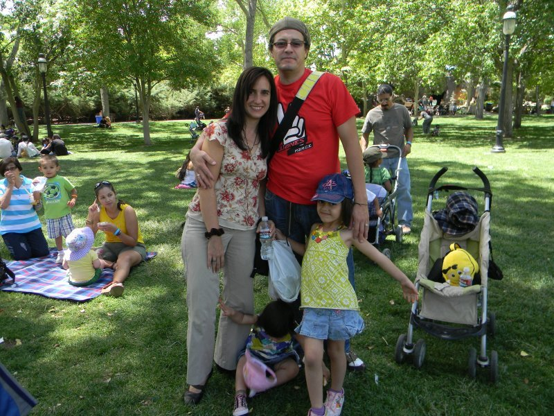 activities_familypicnicatthezoo