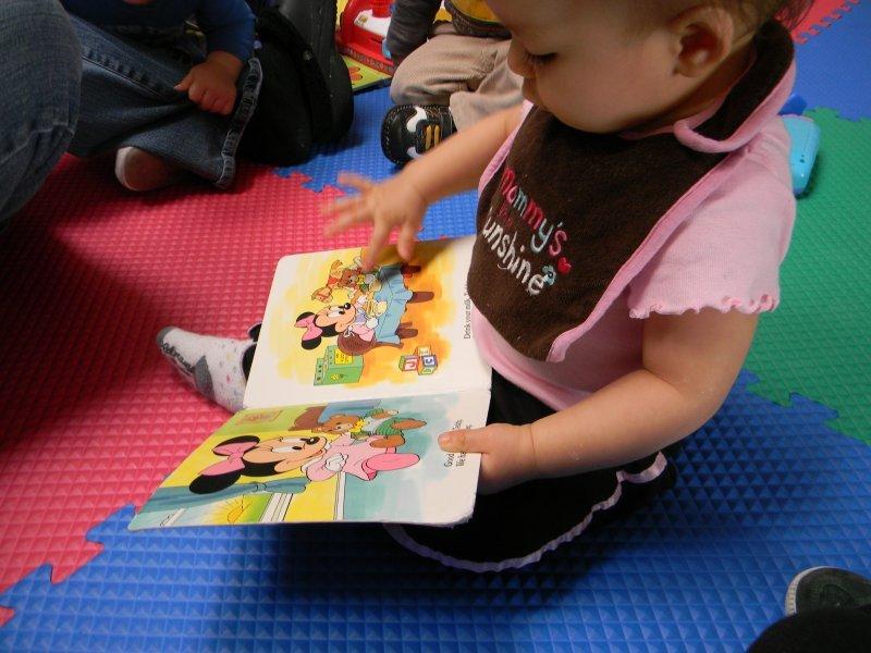 infant_reading2